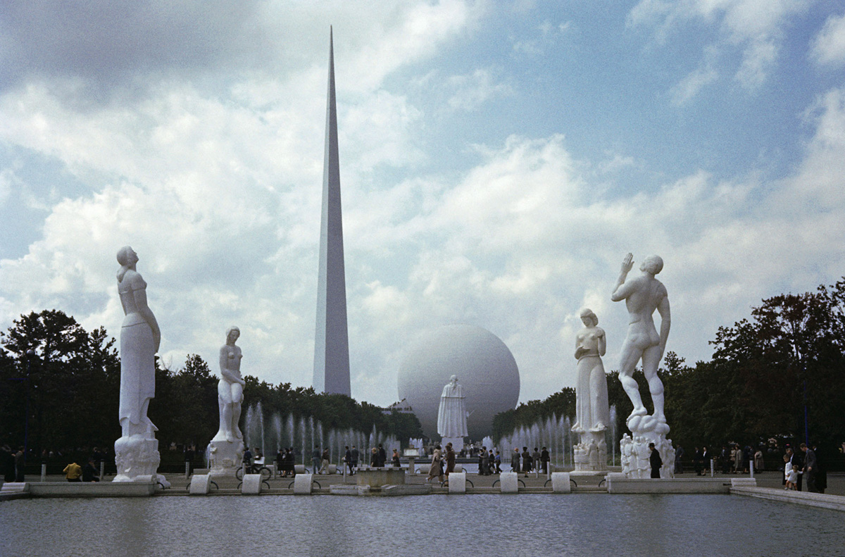 Statues Leading to Perisphere and Trylon